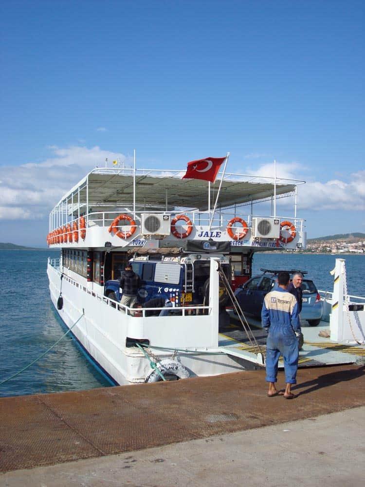Kleine ferry tussen Griekenland en Turkije (c) Srsck