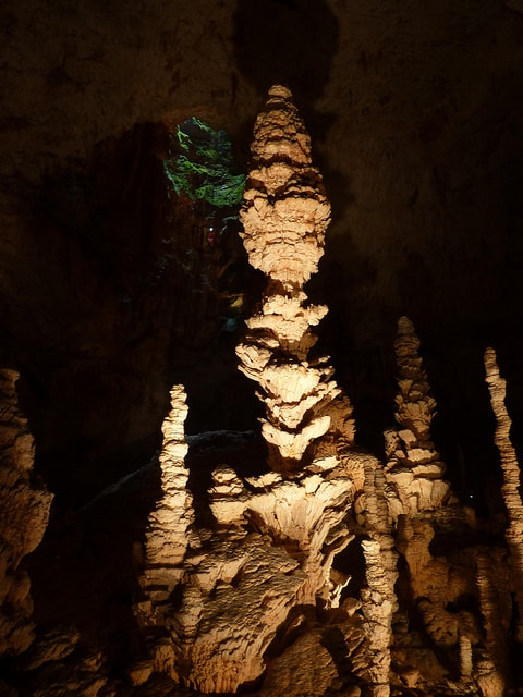 Stalagmiet in grot (c) Sam Nimitz via Flickr.com