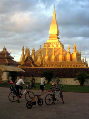 Fietsen in Laos (c) Opensens