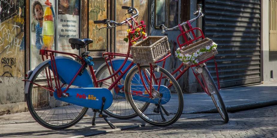 (c) Paris by Bike