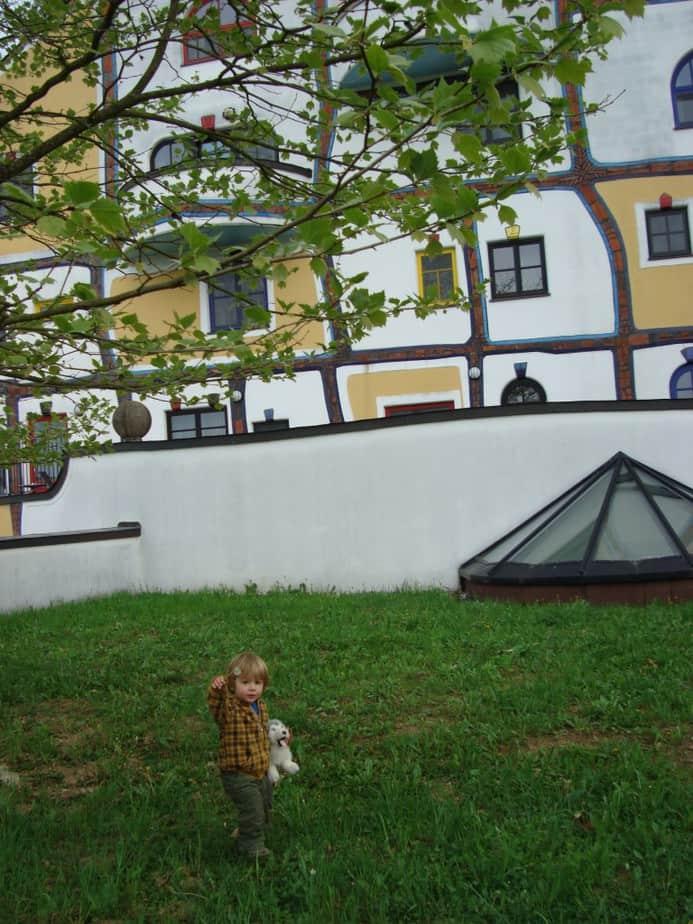 Kleine man bij Bad Blumau (op het dak van een van de gebouwen)