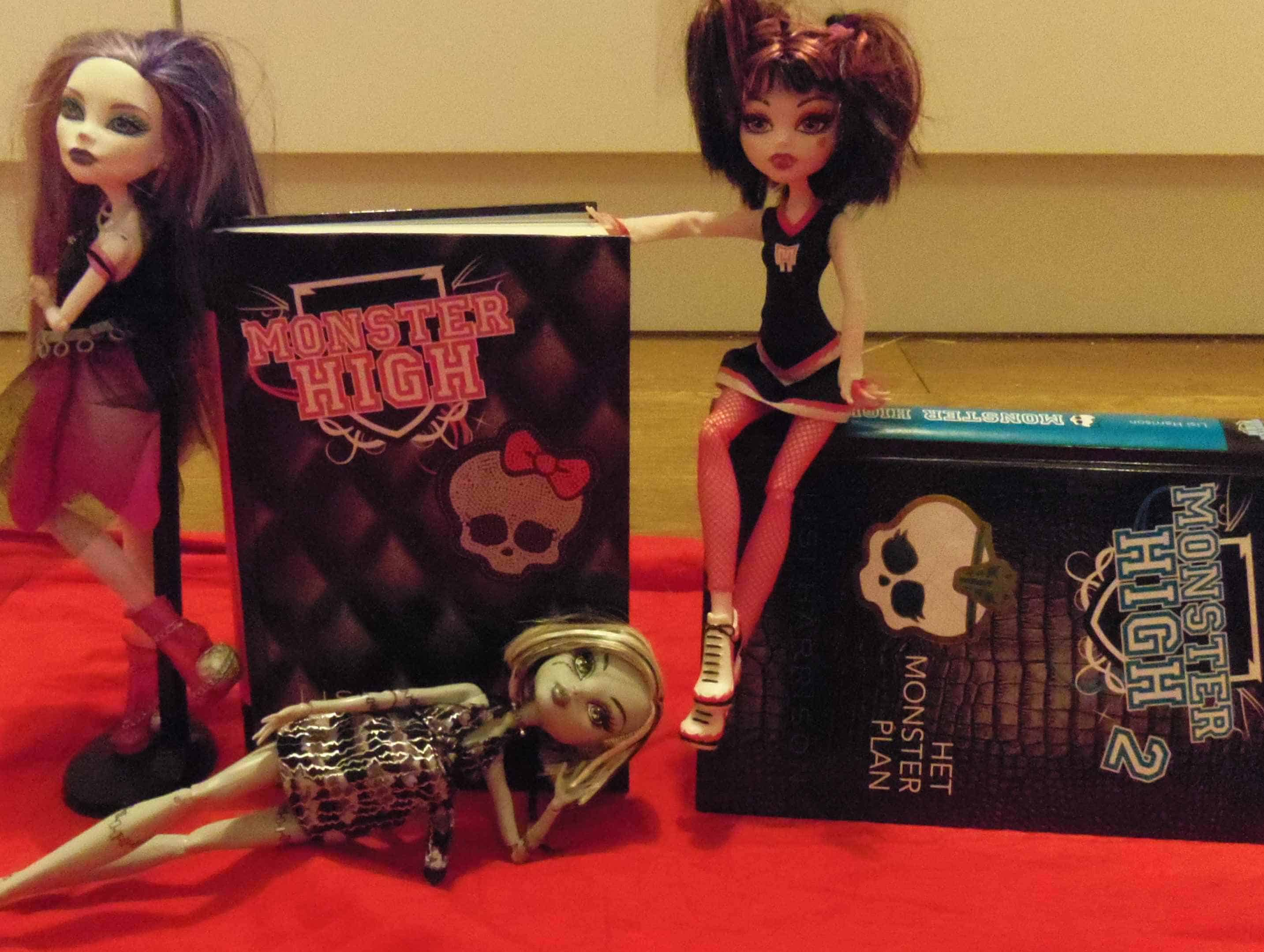 Books part 1 and 2, Spectra, Draculaura, Frankie lmtd edition (c) Srsck