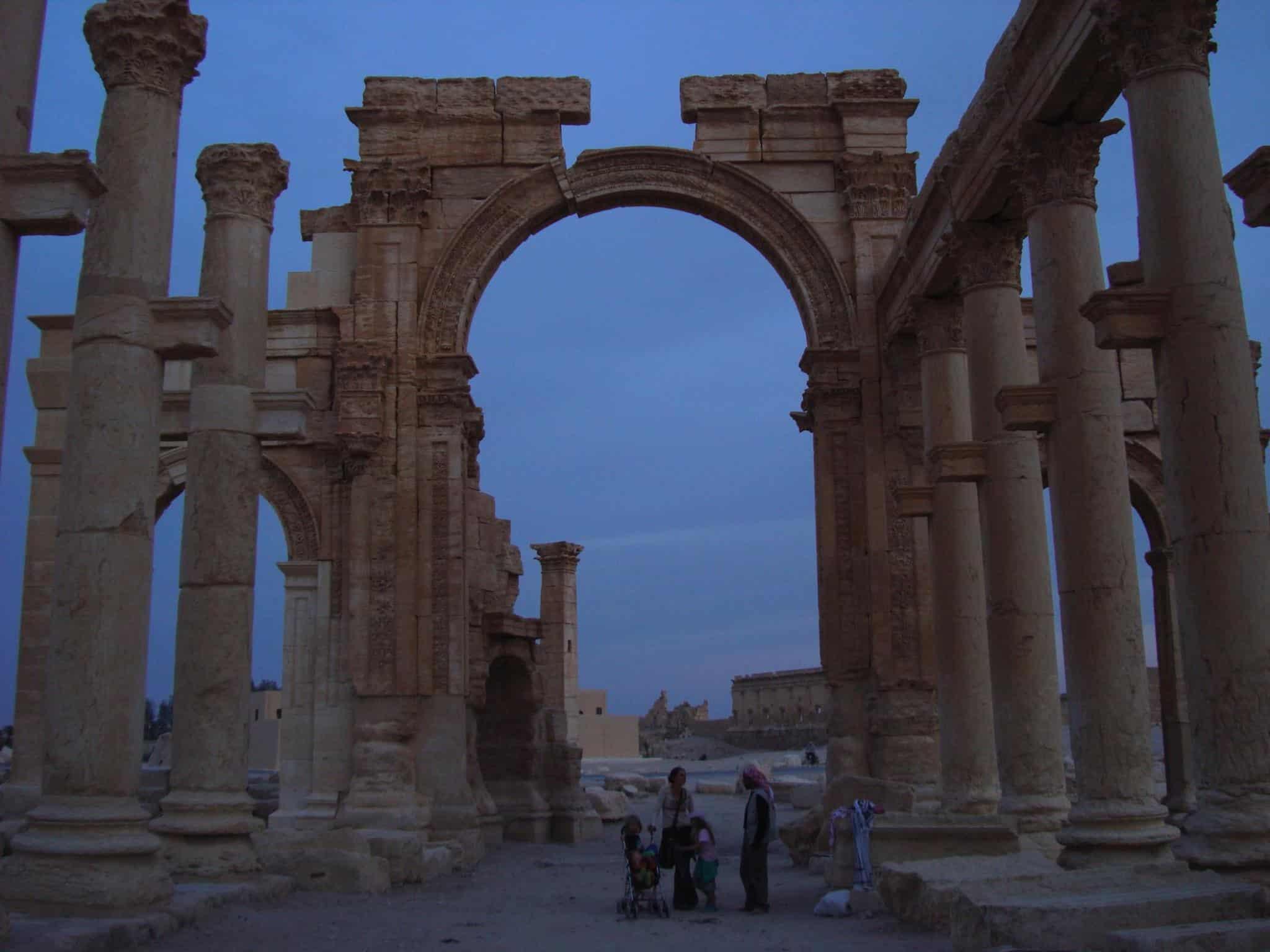 In gesprek met de locals in Palmyra