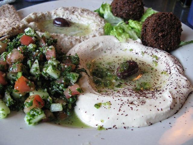 Falafel, Baba Ghanousj, Hummus en Tabbouleh (c) QuintanaRoo via Flickr.com