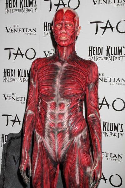 Ex-topmodel Heidi Klum geeft elk jaar een Halloween feest, hier als eh iets vies