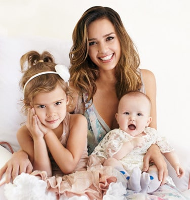 Jessica Alba met Honor en Haven (c) Parenting Magazine