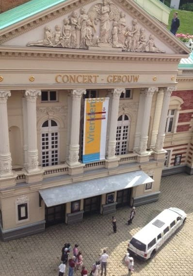 Gedetailleerde weergave van het Concertgebouw in A'dam