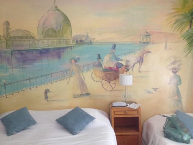 Mooie muurschildering in mini-kamer (c) Srsck