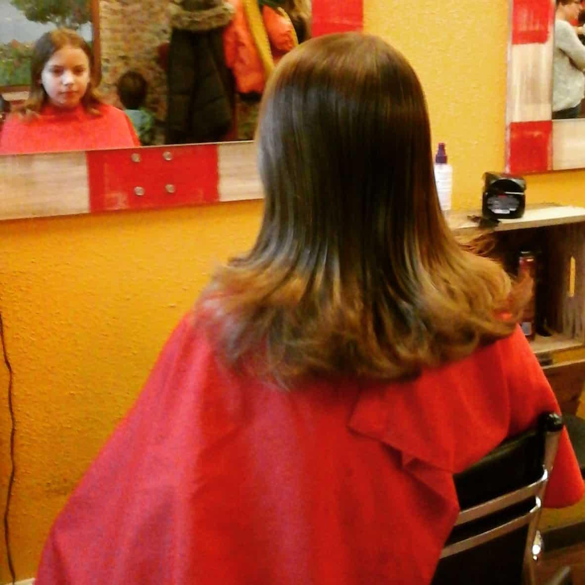 Zoonlief gaat voor een knipbeurt bij de kapper (c) Srsck
