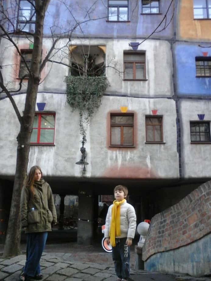 Serieus kijken bij 't Hundertwasser huis :)