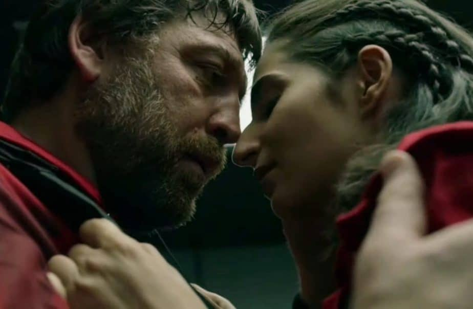 kissing scene casa de papel