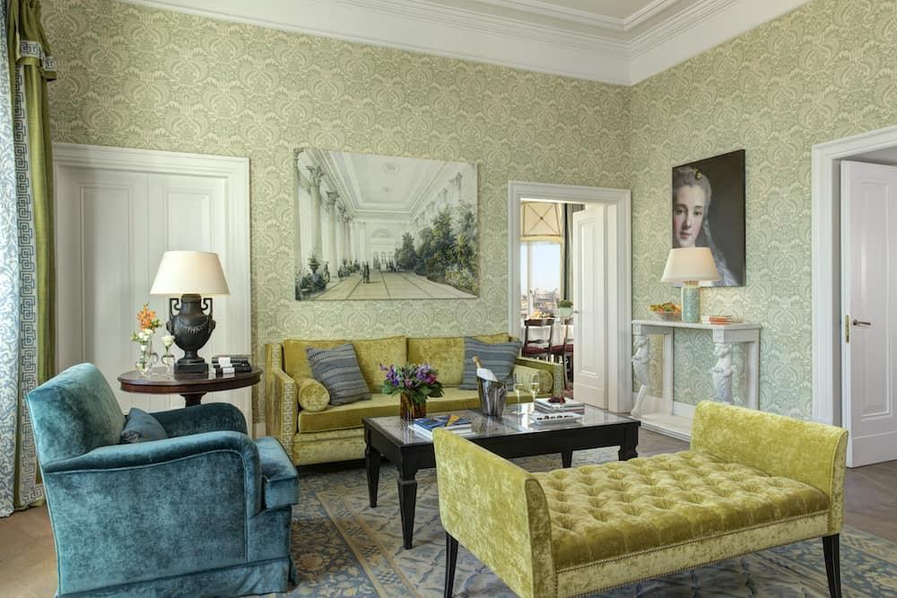 New | Hotel de la Ville in the heart of Rome
