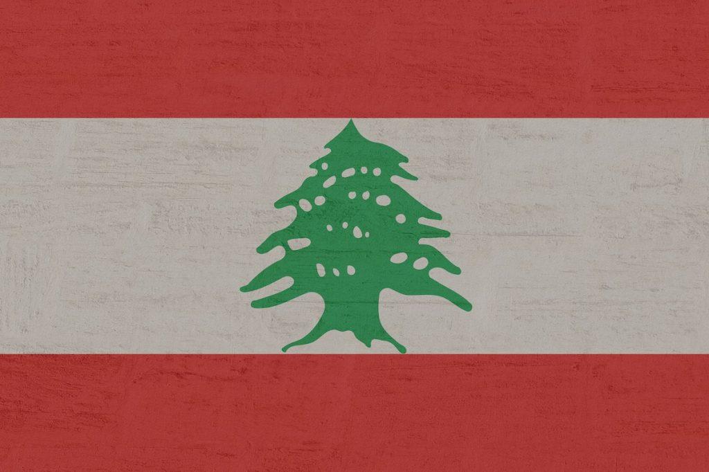 Libanon vlaggen met bomen